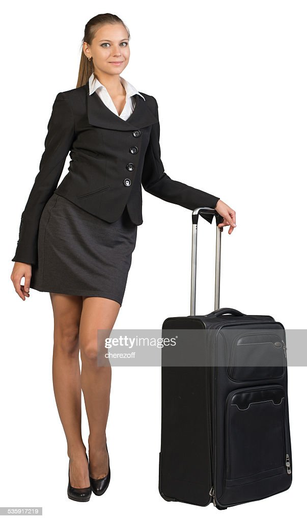 Mulher de negócios com a mala de viagem de rodas, olhando para a Câmera, sorrir : Foto de stock