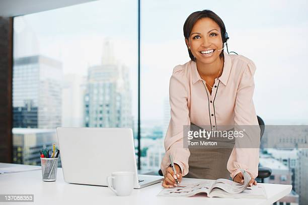 Mulher de Negócios, trabalhando na mesa