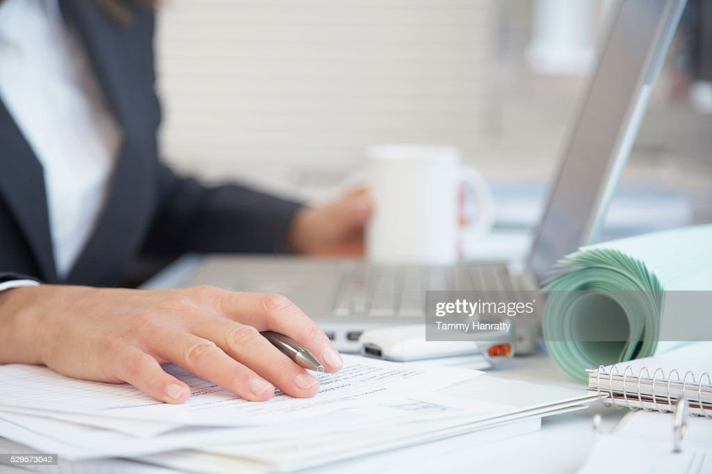 Businesswoman working at her desk : Foto de stock