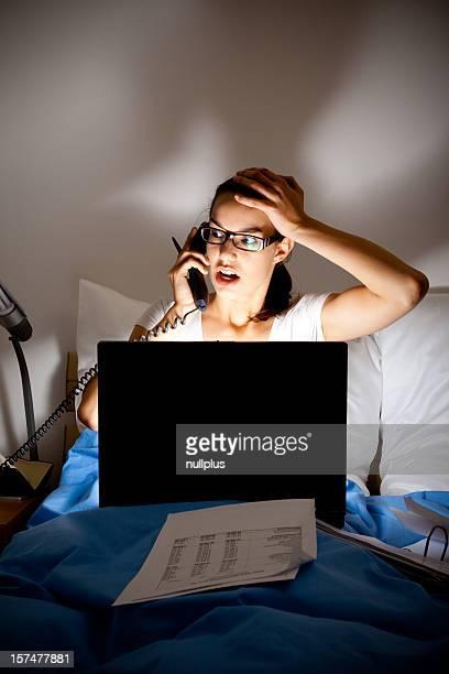 Mulher de Negócios trabalhando tarde