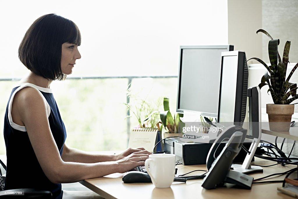 Businesswoman working on computer : Stock Photo