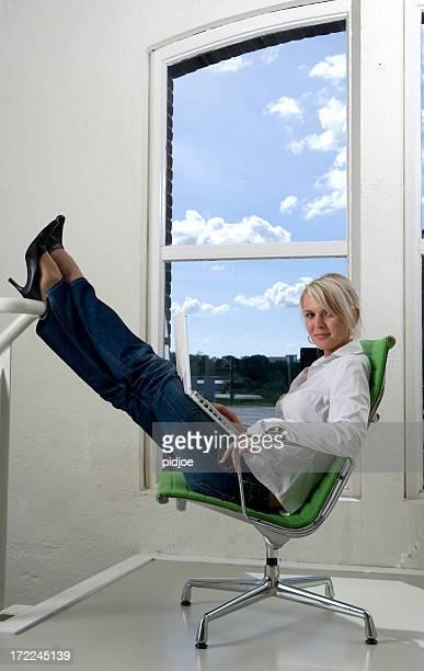 Geschäftsfrau working on laptop