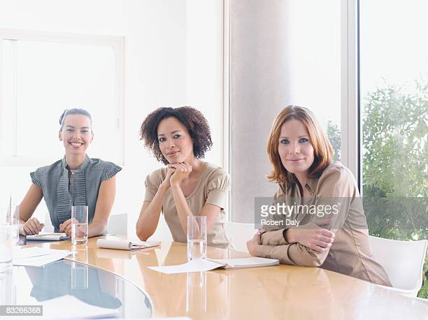 Businesswomen'in sala conferenze