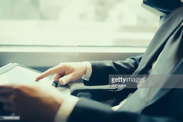 Bussinesman Sie auf einen Zug