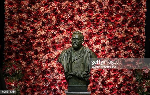 A bust of Alfred Nobel is pictured prior to the awardings of the Nobel Prizes in medicine economics physics and chemistry on December 10 2016 in...