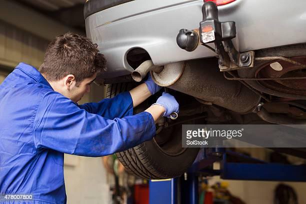 Anstrengenden Apprentice Mechaniker