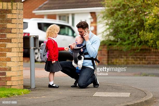 Beschäftigt Vater auf der Schule laufen!