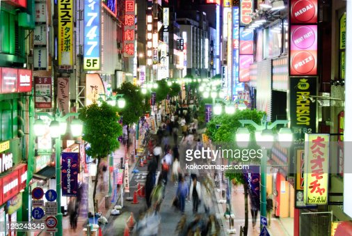 Busy Shinjuku street at night : Foto de stock