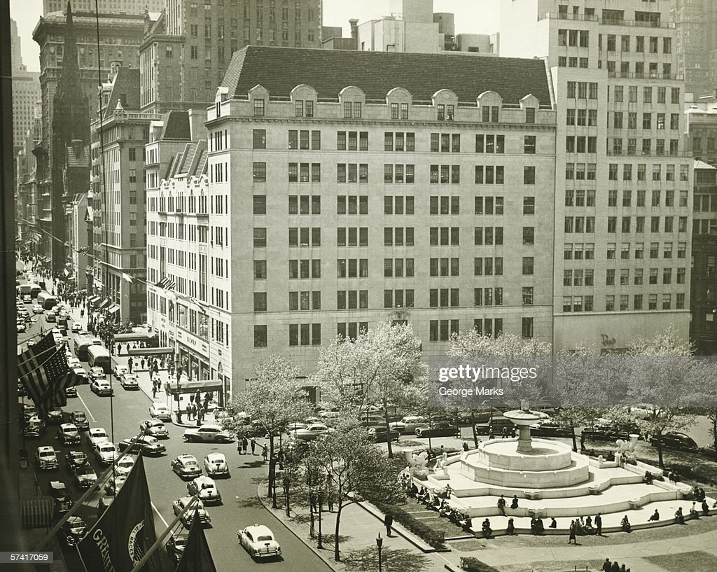 Hotel New Green View Busy Street At Plaza Hotel New York City Stock Photo Getty Images
