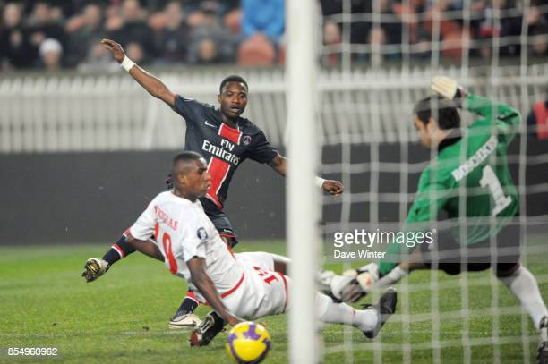 But de Stephane SESSEGNON PSG / Twente Coupe de l UEFA