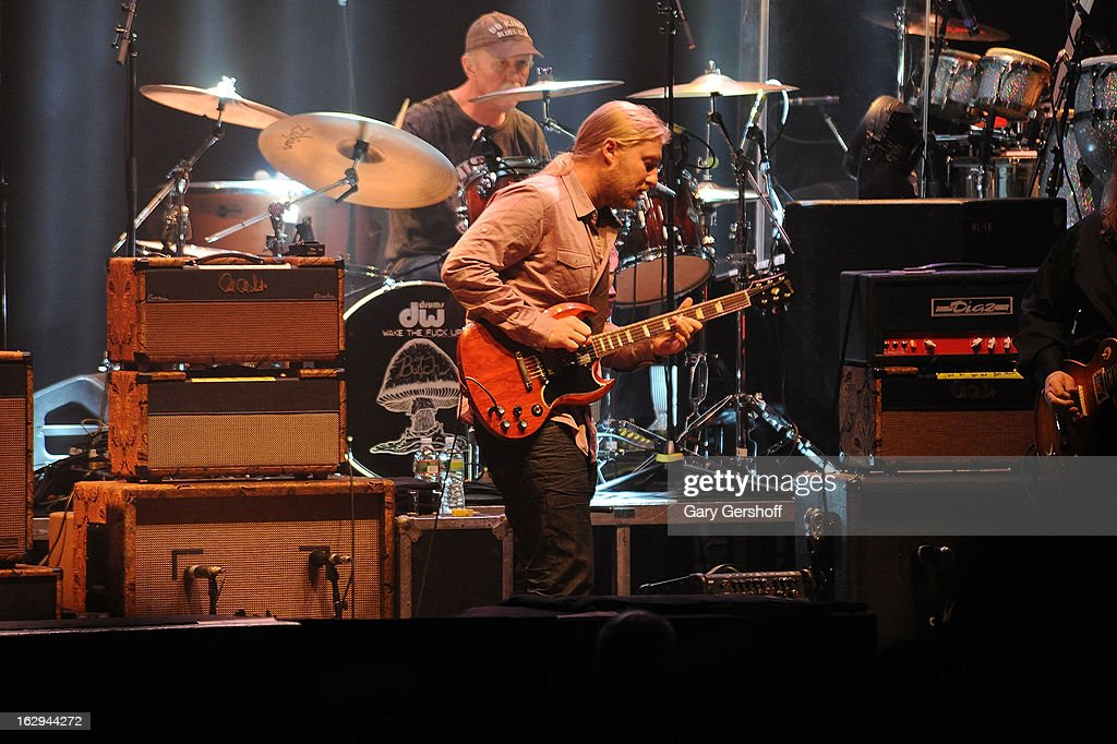 Butch Trucks (top, C) and <a gi-track='captionPersonalityLinkClicked' href=/galleries/search?phrase=Derek+Trucks&family=editorial&specificpeople=2238705 ng-click='$event.stopPropagation()'>Derek Trucks</a> of The Allman Brothers band perform at the Beacon Theatre on March 1, 2013 in New York City.