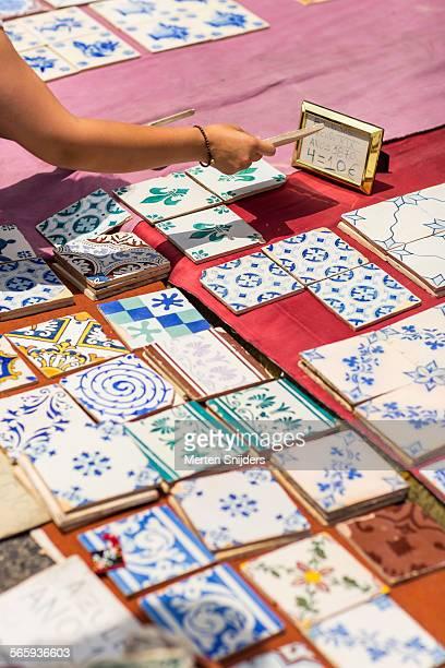 Buying tiles on Feira da Ladra