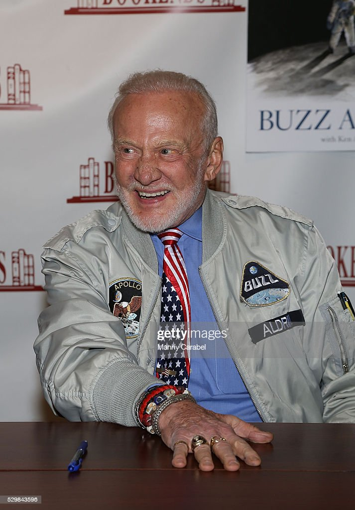 <a gi-track='captionPersonalityLinkClicked' href=/galleries/search?phrase=Buzz+Aldrin&family=editorial&specificpeople=90480 ng-click='$event.stopPropagation()'>Buzz Aldrin</a> signs copies of his new book 'No Dream Is Too High: Life Lessons From A Man Who Walked On The Moon' at Bookends Bookstore on May 9, 2016 in Ridgewood, New Jersey.