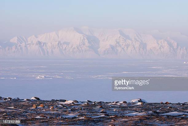 Bylot île depuis l'île de Baffin.