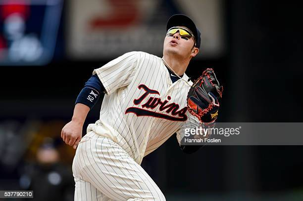Byung Ho Park of the Minnesota Twins makes a play at first base against the Detroit Tigers during the game on April 30 2016 at Target Field in...
