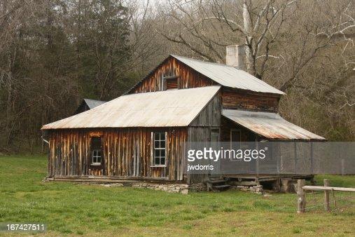 En la cabaña de madera : Foto de stock