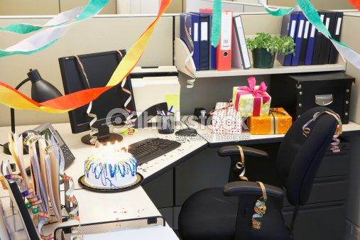 Cabin of office stock photo thinkstock for Como decorar mi puesto de trabajo
