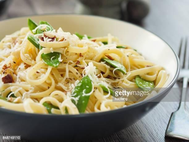 Cacio e pepe with mangetout