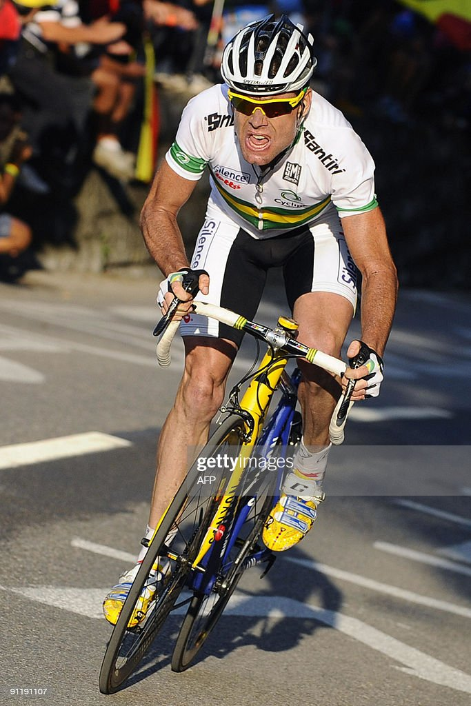Cadel Evans of Australia powers on his way to win the elite men's road race of the UCI cycling road World Championships on September 27, 2009 in Mendrisio, southern of Switzerland. Alexandr Kolobnev of Russia finished second with Spain's Joaquin Rodriguez finishing third, the pair coming over the line 27secs in arrears.