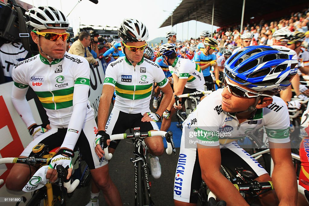 Cadel Evans, Stuart O'Grady and Allan Davis of Australia wait for the start of the Men's Road Race at the 2009 UCI Road World Championships on September 27, 2009 in Mendrisio, Switzerland.