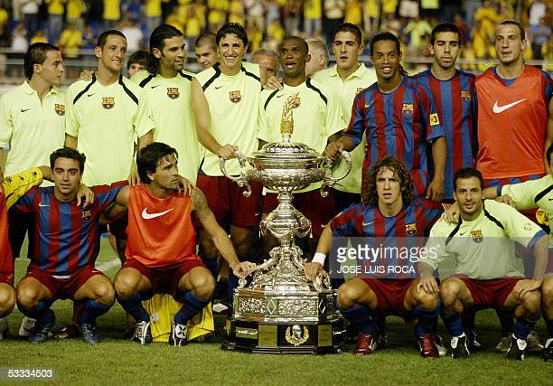 Barcelona poses with the trophy after winning the Carranza trophy against Cadiz CF at Ramon de Carranza Stadium in Cadiz 06 August 2005 AFP PHOTO/...