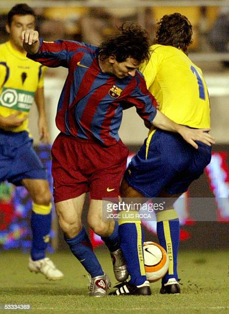 Barcelona's player Messi vies with Cadiz's player Fleurquin during a final match of the Carranza trophy at Ramon de Carranza Stadium in Cadiz 06...