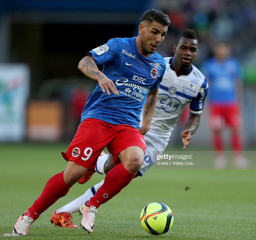 Caen's French forward Andy Delort runs with the ball during the French L1 football match between Caen (SMC) and Bastia (SCB) on April 30, 2016, at the Michel d'Ornano Stadium in Caen, northwestern France.