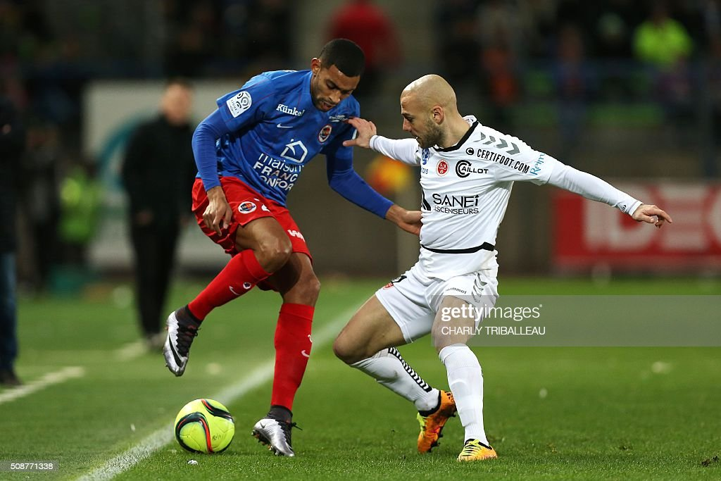 Caen's French forward Sylvio Ronny Rodelin (L) vies with Reims' Jaba Kankava during the French L1 football match between Caen (SM Caen) and Reims (SD Reims), on February 6, 2016 at the Michel d'Ornano stadium, in Caen, northwestern France. AFP PHOTO / CHARLY TRIBALLEAU / AFP / CHARLY TRIBALLEAU