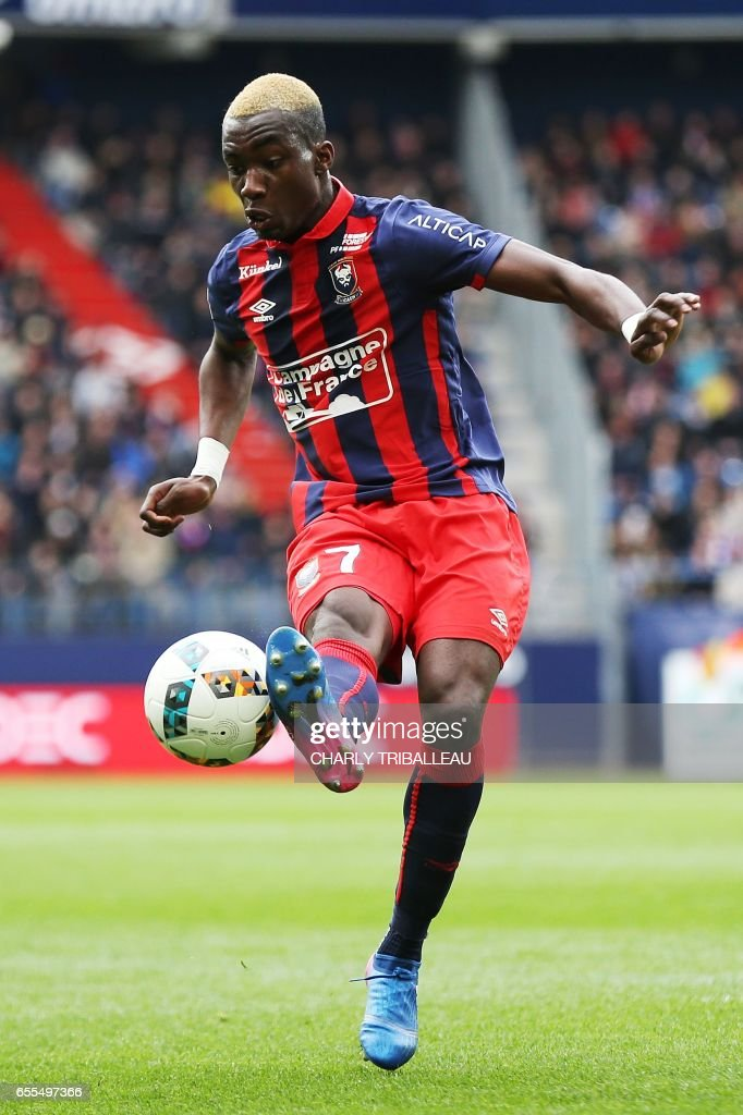 Caen's French forward Yann Karamoh controls the ball during the French L1 football match between Caen (SMC) and Monaco (AS) on March 19, 2017 at the Michel d'Ornano stadium in Caen, northwestern France. /