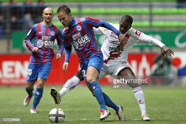 Caen's French midfielder Alexandre Raineau fights for the ball with Nice's Malian midfielder Abdou Traore during the French L1 football match Caen...