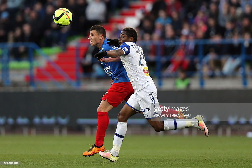 Caen's French midfielder Jonathan Delaplace (L) vies with Bastia's Guinean forward Francois Kamano during the French L1 football match between Caen (SM Caen) and Bastia (SC Bastia), on April 30, 2016 at the Michel d'Ornano stadium, in Caen, northwestern France.