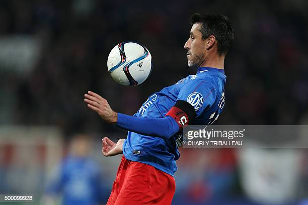 Caen's French midfielder Julien Feret controls the ball during the French L1 football match between Caen and Lille on December 5 at the Michel...