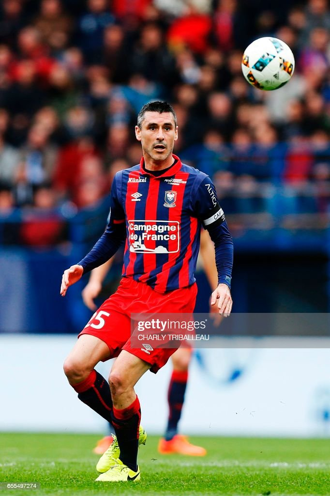 Caen's French midfielder Julien Feret controls the ball during the French L1 football match between Caen (SMC) and Monaco (AS) on March 19, 2017 at the Michel d'Ornano stadium in Caen, northwestern France. /