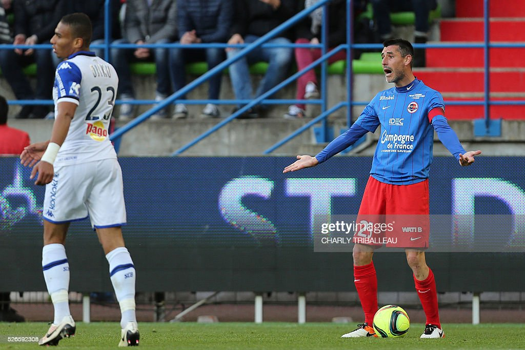 Caen's French midfielder Julien Feret (R) reacts during the French L1 football match between Caen (SMC) and Bastia (SCB) on April 30, 2016, at the Michel d'Ornano Stadium in Caen, northwestern France.