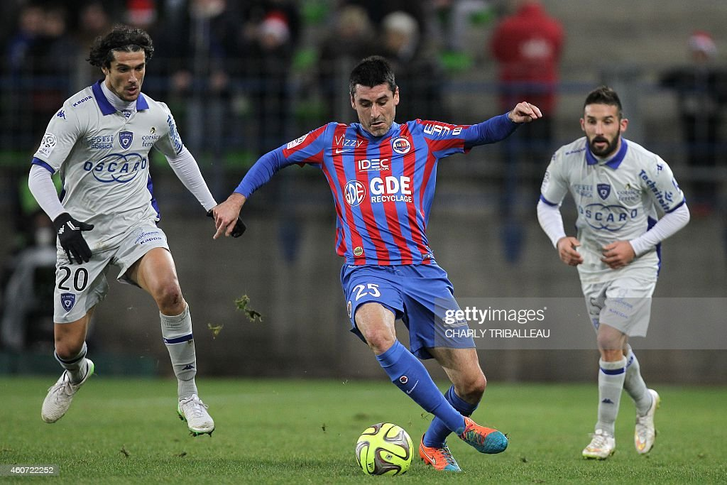 Caen's French midfielder <a gi-track='captionPersonalityLinkClicked' href=/galleries/search?phrase=Julien+Feret&family=editorial&specificpeople=4110266 ng-click='$event.stopPropagation()'>Julien Feret</a> (C) vies for the ball with Bastia's French defender François-Joseph Modesto (L) during the French L1 football match Caen (SMC) vs Bastia (SCB) on December 20, 2014 at the Michel d'Ornano stadium in Caen. AFP PHOTO / CHARLY TRIBALLEAU