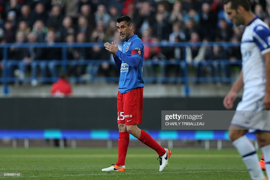 Caen's French midfielder Julien Feret (C) walks on the pitch during the French L1 football match between Caen (SM Caen) and Bastia (SC Bastia), on April 30, 2016 at the Michel d'Ornano stadium, in Caen, northwestern France.