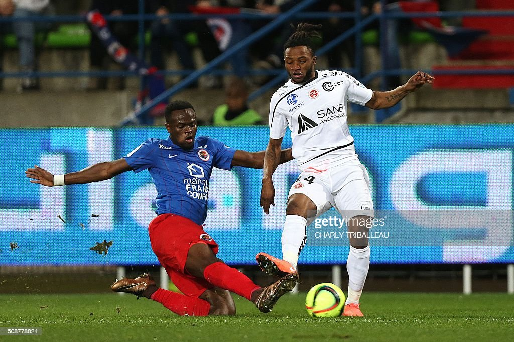 Caen's Ivorian midfielder Tiemoko Ismael Diomande (L) vies with Reims' Lass Bangoura during the French L1 football match between Caen (SM Caen) and Reims (SD Reims), on February 6, 2016 at the Michel d'Ornano stadium, in Caen, northwestern France. AFP PHOTO / CHARLY TRIBALLEAU / AFP / CHARLY TRIBALLEAU