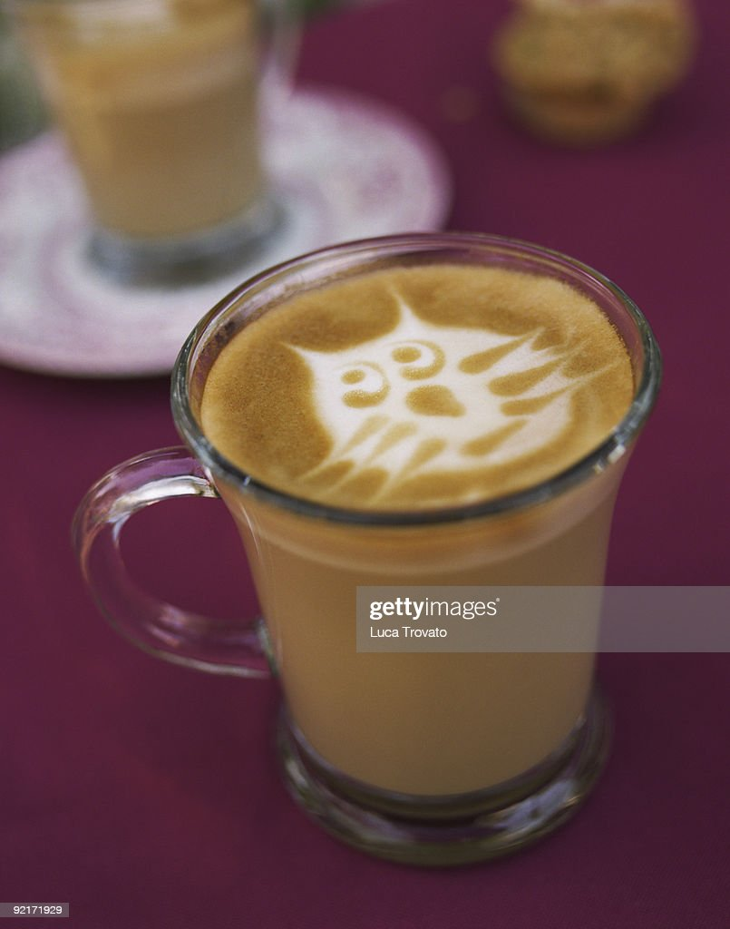 Cafe latte with cat face in foam : Foto stock