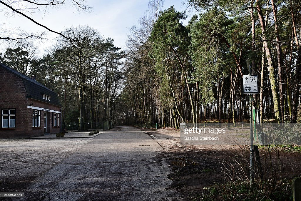 A cafe (L) marks entry to Holland at Ravensstreet on the German-Dutch border on February 11, 2016 near Kaldenkirchen, Germany. Despite an announcement by Dutch authorities two days before that effective immediately police would begin conducting stricter controls of incoming traffic at border crossings to Germany not a single Dutch police officer was present at at least 15 border crossings today. Dutch authorities made the announcement as part of an effort to prevent migrants who have no case for asylum from entering Holland.