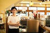 日本の男性マネージャーのカフェ