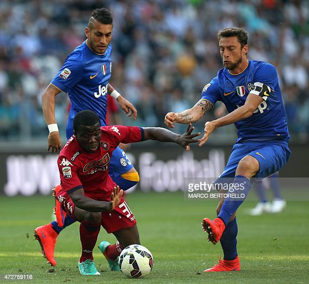 Cagliari's Ghanaian midfielder Godfred Donsah fights for the ball with Juventus' midfielder Claudio Marchisio during the Italian Serie A football...