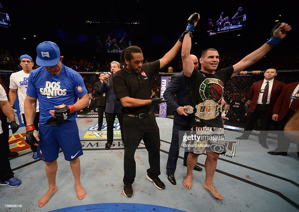 <a gi-track='captionPersonalityLinkClicked' href=/galleries/search?phrase=Cain+Velasquez&family=editorial&specificpeople=5445619 ng-click='$event.stopPropagation()'>Cain Velasquez</a> (right) is named the winner over Junior dos Santos (left) after their heavyweight championship fight at UFC 155 on December 29, 2012 at MGM Grand Garden Arena in Las Vegas, Nevada.