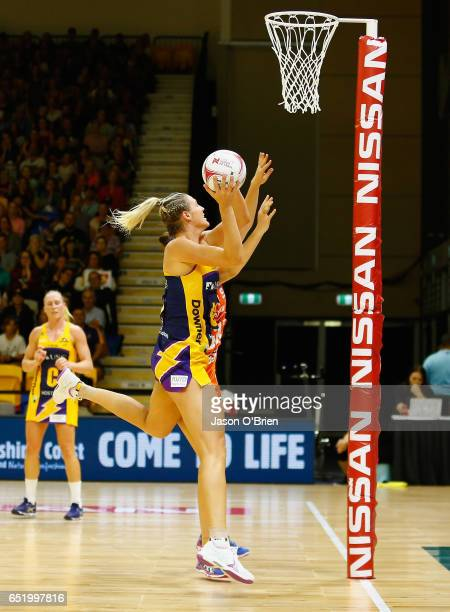 COAST AUSTRALIA MARCH 11 Caitlin Bassett of the Lightning in action during the round four Super Netball match between the Lightning and the Giants at...