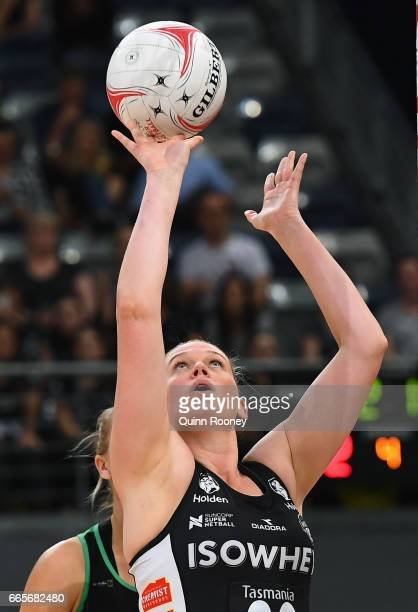 Caitlin Thwaites of the Magpies shoots during the round eight Super Netball match between the Magpies and Fever at Hisense Arena on April 7 2017 in...