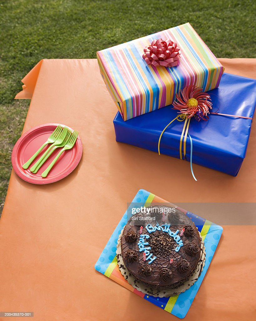 Cake and presents on table, elevated view : Stock Photo