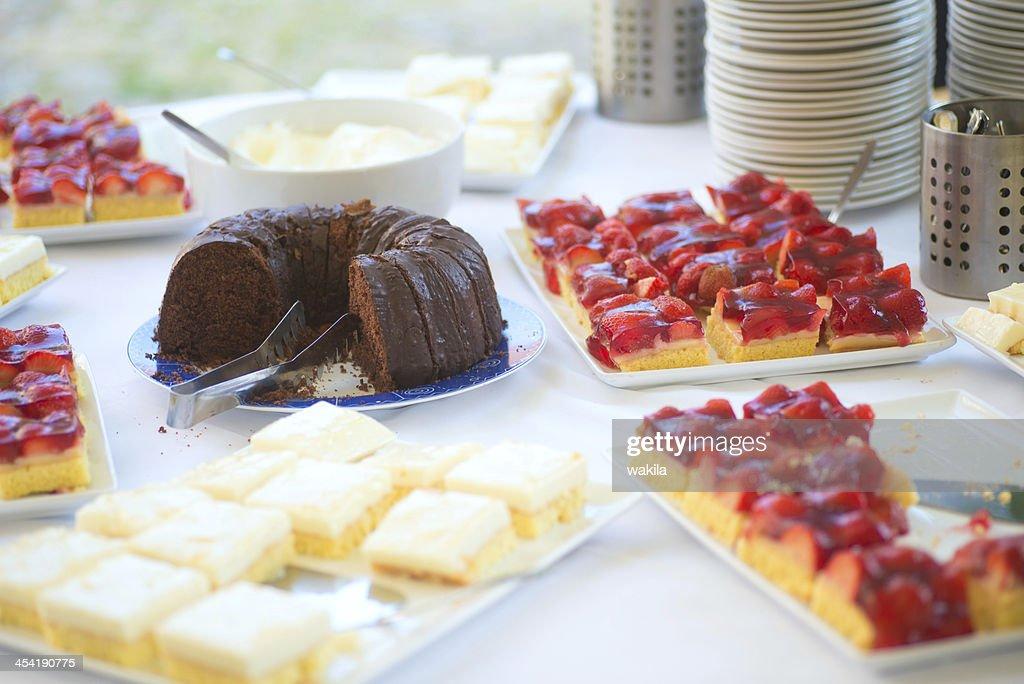 Kuchenbüfett-Erdbeeren und Schokolade : Stock-Foto