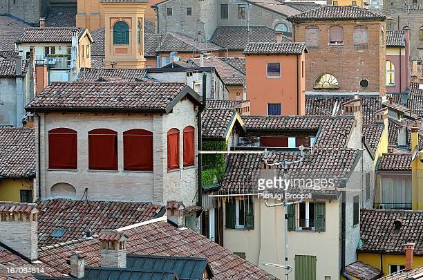 Cala la sera sui tetti della vecchia Bologna - (Ex