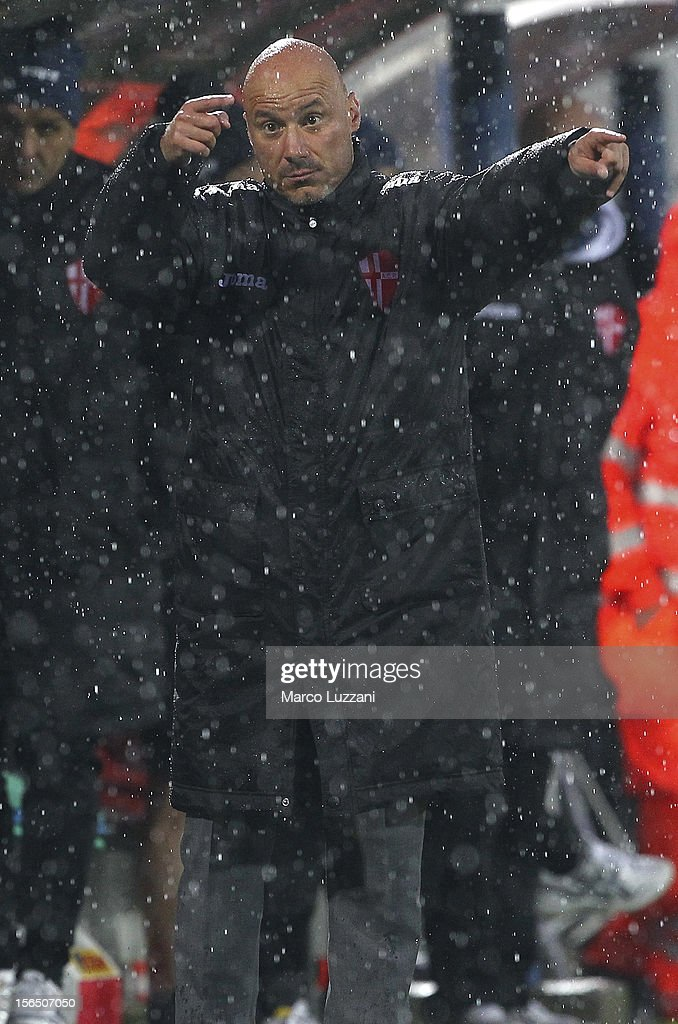 Calcio Padova manager Fulvio Pea issues instructions to his players during the Serie B match between AS Varese and Calcio Padova at Stadio Franco Ossola on November 10, 2012 in Varese, Italy.