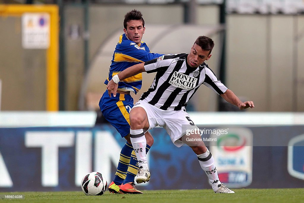 Calello (R) of AC Siena fights for the ball with <a gi-track='captionPersonalityLinkClicked' href=/galleries/search?phrase=Nicola+Sansone&family=editorial&specificpeople=5525400 ng-click='$event.stopPropagation()'>Nicola Sansone</a> of Parma FC during the Serie A match between AC Siena and Parma FC at Stadio Artemio Franchi on April 7, 2013 in Siena, Italy.