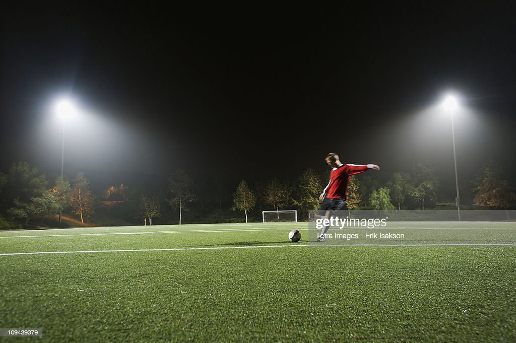 USA, California, Ladera Ranch, Football player preparing for penalty kick